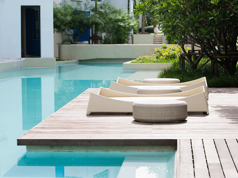 how to choose a color scheme for an outdoor living space