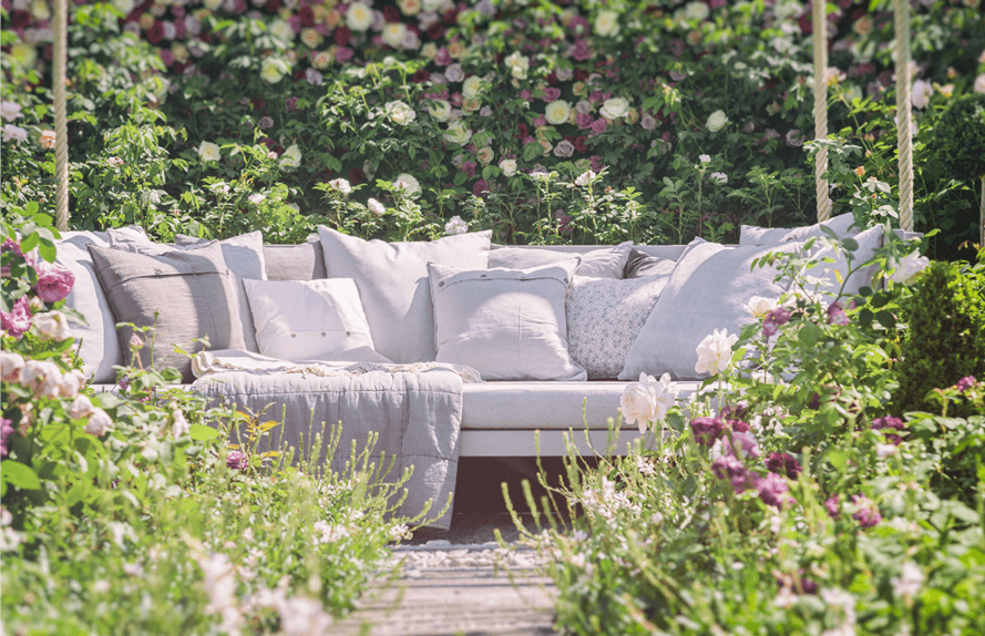 how to choose comfortable furniture for an outdoor space