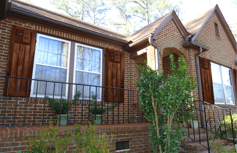 A Complete Guide to Mission Style Shutters for Craftsman Homes